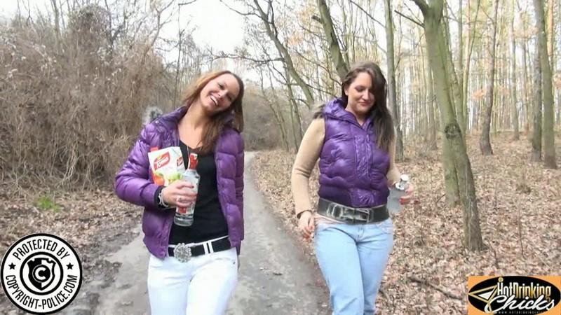 Two Jeansgirls. 2019-05-01. HotDrinkingChicks.com/Hdcprojects.com (2800 Mb)