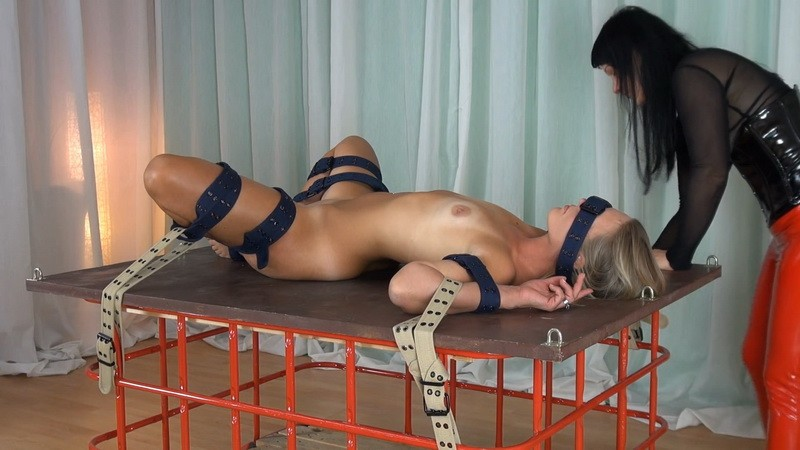 Fixed to squirt - Dark Elfe and Yvette Xtreme. 2020-10-06. Studio-Costeau.com (406 Mb)