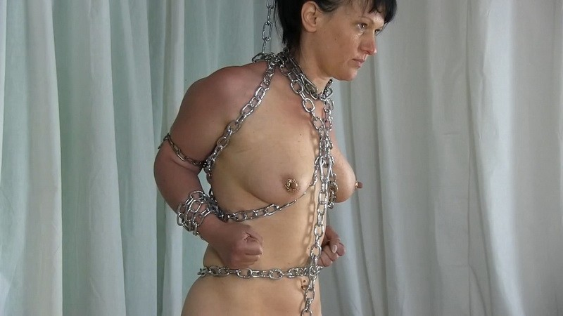 Yvette chained. 2020-08-15. Studio-Costeau.com (262 Mb)