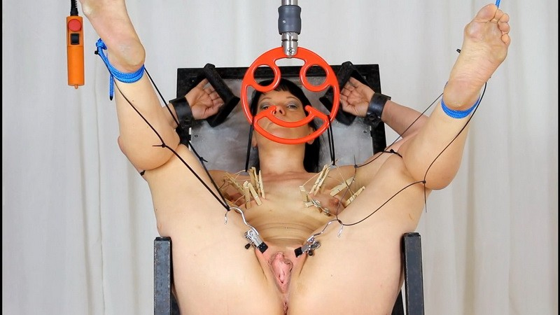 Yvette in the gyn chair. 2020-05-22. Studio-Costeau.com (551 Mb)