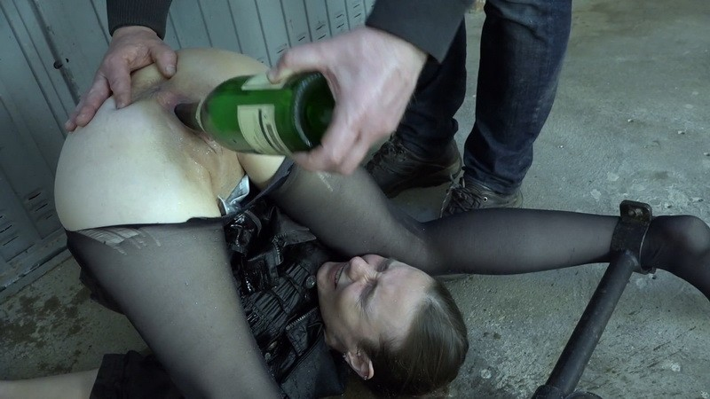 Pee and champagne in the vagina - Karina. 2021-03-19. Amateure-Xtreme.com (262 Mb)