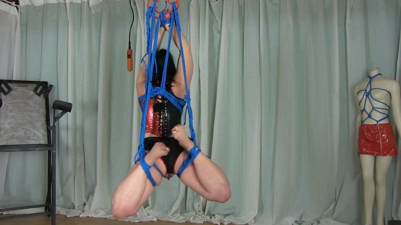 Suspension with Panty Ouvert. 2021-02-17. Studio-Costeau.com (409 Mb)