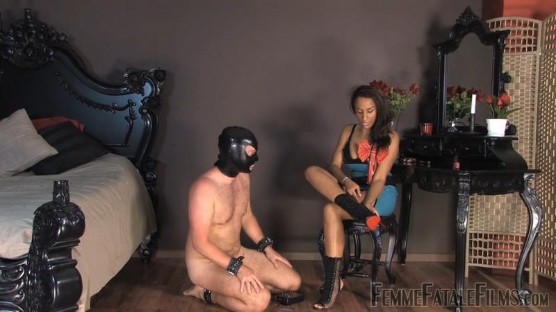 Mistress Juliette de Sade's Foot Slave - Juliette de Sade. 18th Feb 2021. Femmefatalefilms.com (1145 Mb)