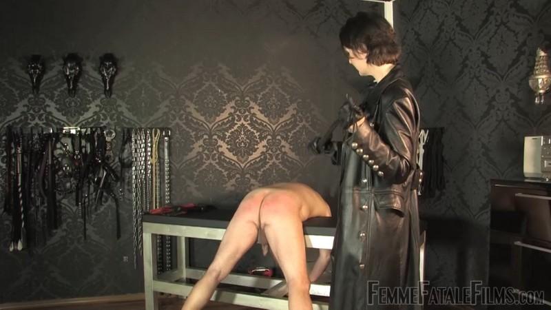 Trenchcoat Whipping - Lady Victoria Valente. 27th Dec 2020. Femmefatalefilms.com (836 Mb)