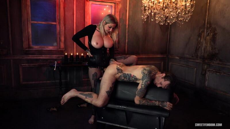 Madeline Marlowe - Hot Secretary - Using Her Boss's Holes. 12.10.2020. SweetFemdom.com (588 Mb)