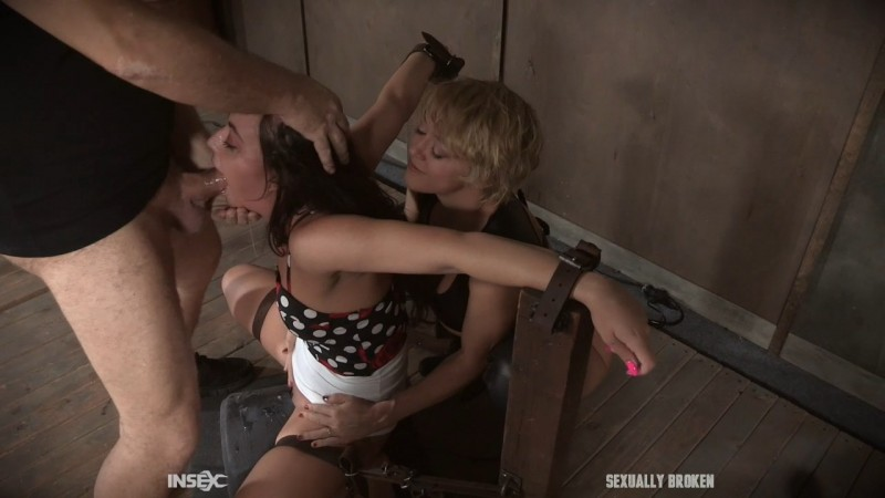 Gorgeous Whitney Wright gets a face full of Dee's ass, doggy style. SexuallyBroken.com (1672 Mb)